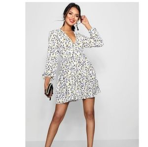 Boohoo ruched Waist Floral Tea Dress